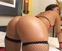 Mature with a hot big ass likes anal
